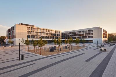 Schulkomplex Dresden-Tolkewitz / BNB Gold